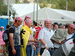 De roze Giro-bandanas waren even in de mode.
